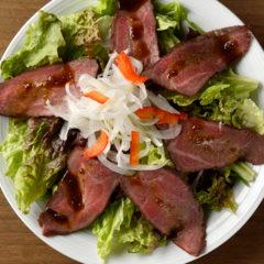 熟成肉のローストビーフサラダ
